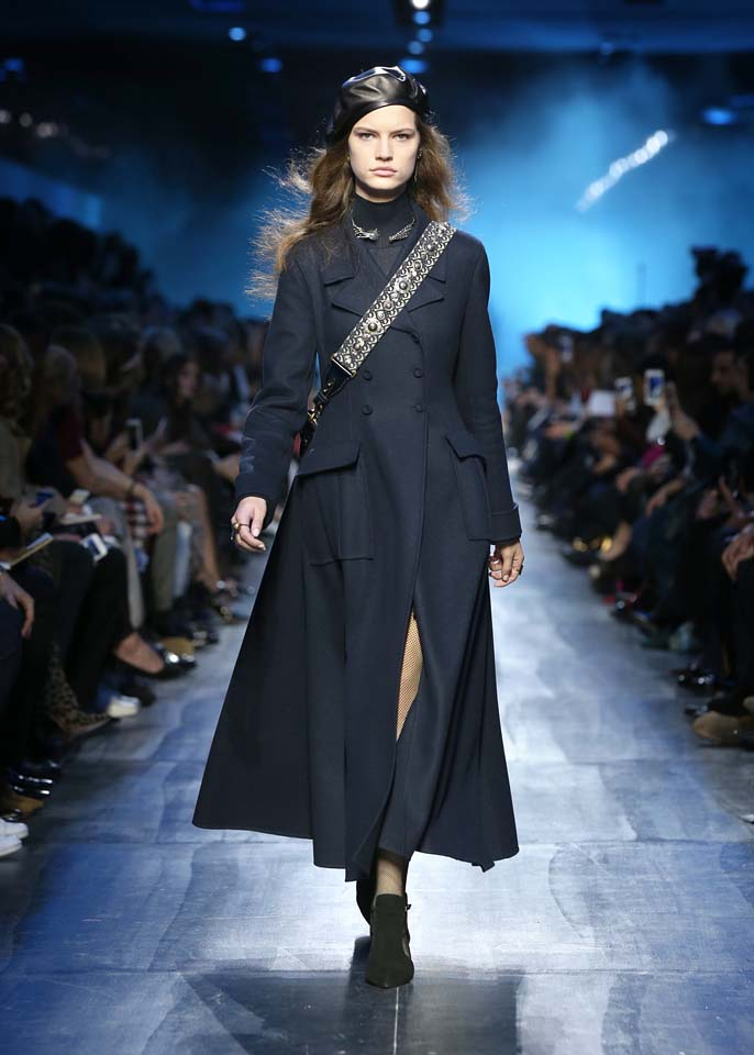 dior-fw17-rtw-fall-winter-2017-18-collection (46)-blue-slit