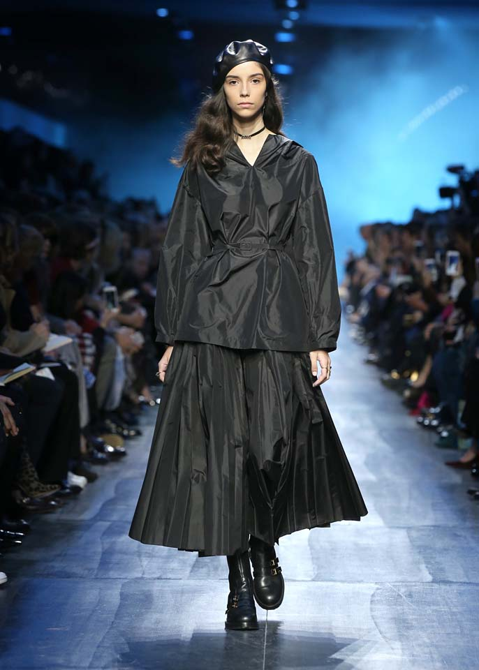 dior-fw17-rtw-fall-winter-2017-18-collection (5)-black-outfit