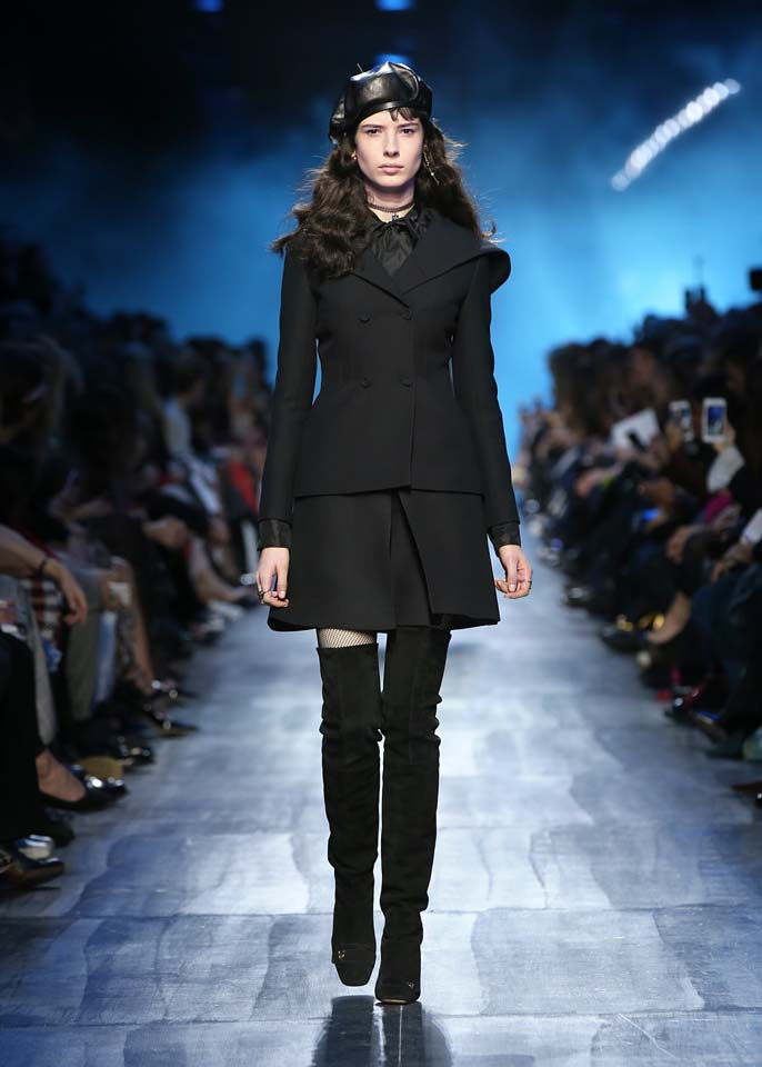 dior-fw17-rtw-fall-winter-2017-18-collection (50)-black-dress