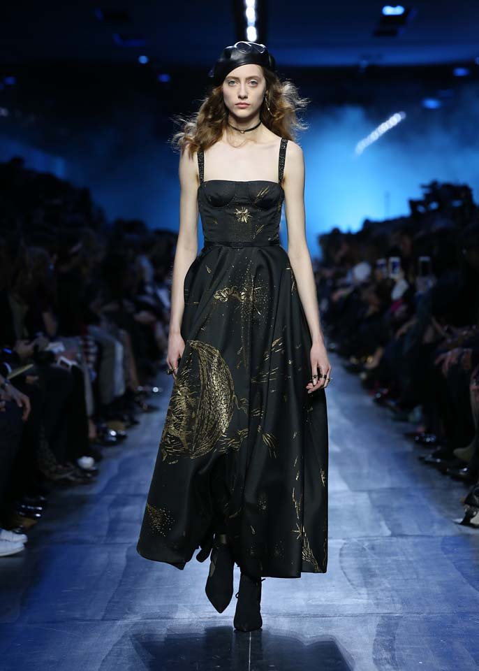 dior-fw17-rtw-fall-winter-2017-18-collection (53)-black-metallic-gown