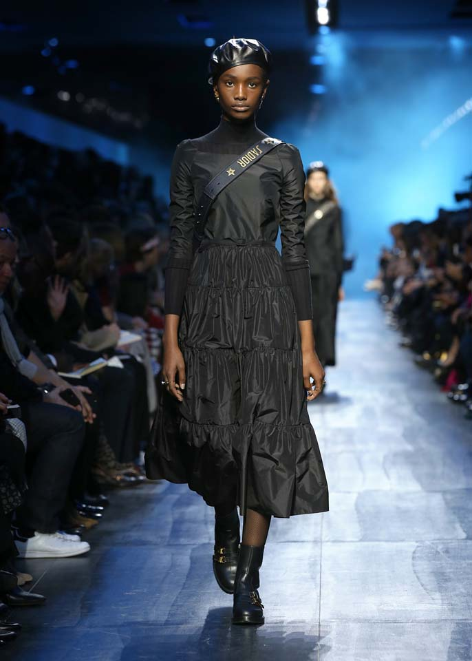 dior-fw17-rtw-fall-winter-2017-18-collection (7)-bag-skirt-black-outfit