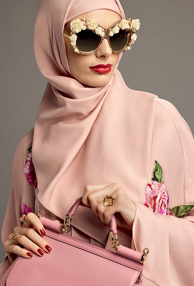 dolce-gabbana-abaya-fashion-hijab-muslim-women-style (3)-floral-applique-sunglasses-pink-bag-red-lips