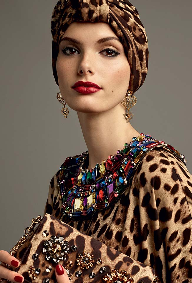 dolce-gabbana-abaya-fashion-hijab-muslim-women-style (6)-leopard-print-neckline-embellished-turban-bag