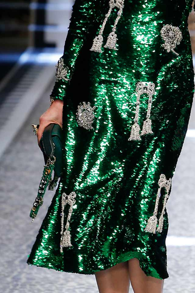 dolce-gabbana-runway-handbag-trends-2017-green-strap-bag