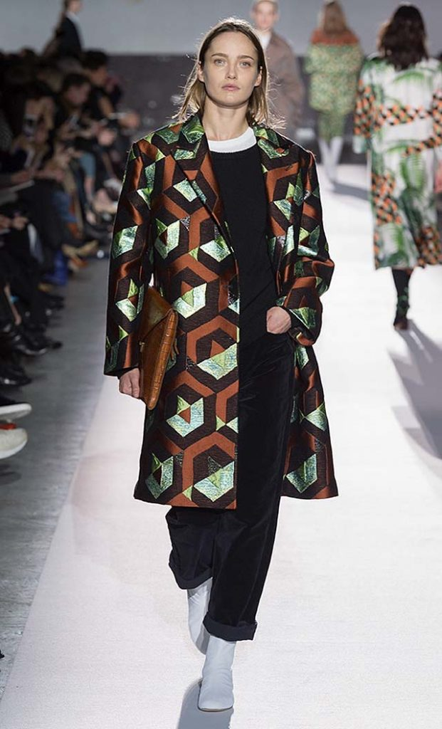 dries-van-noten-fw17-fall-winter-2017-collection-01 (18)-geomentric-print-coat-white-shoes