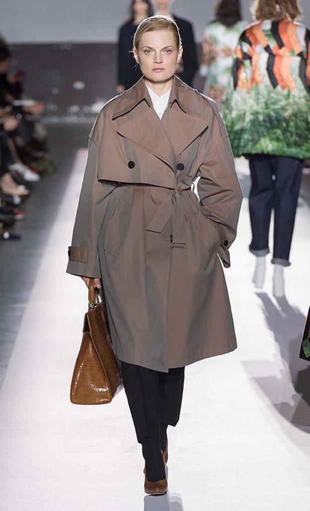 dries-van-noten-fw17-fall-winter-2017-collection-01 (19)-pale-purple-coat-structured-handbag