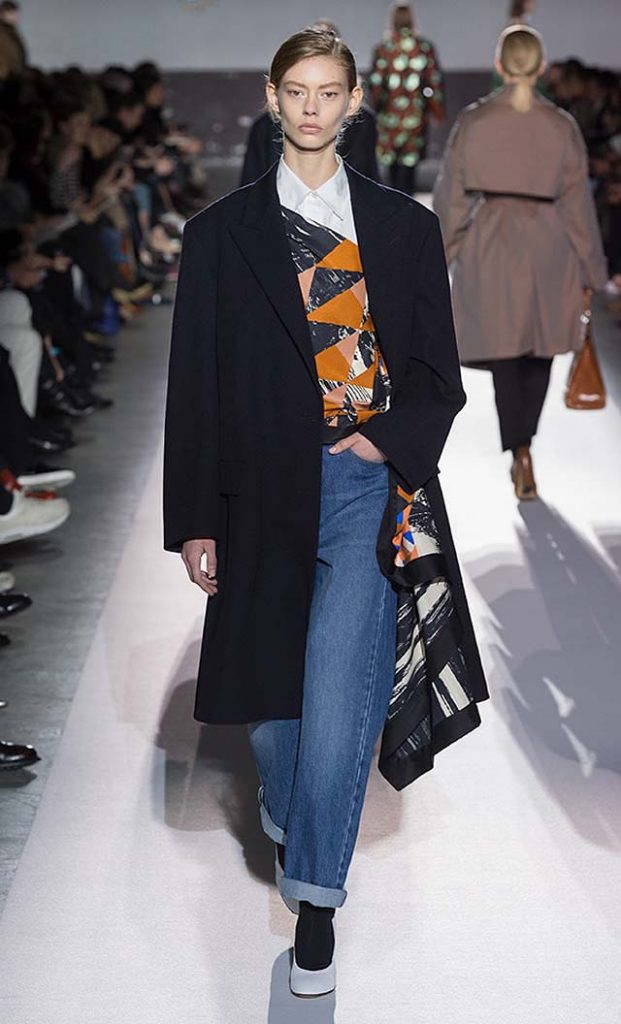 dries-van-noten-fw17-fall-winter-2017-collection-01 (20)-denim-jeans-navy-blue-coat