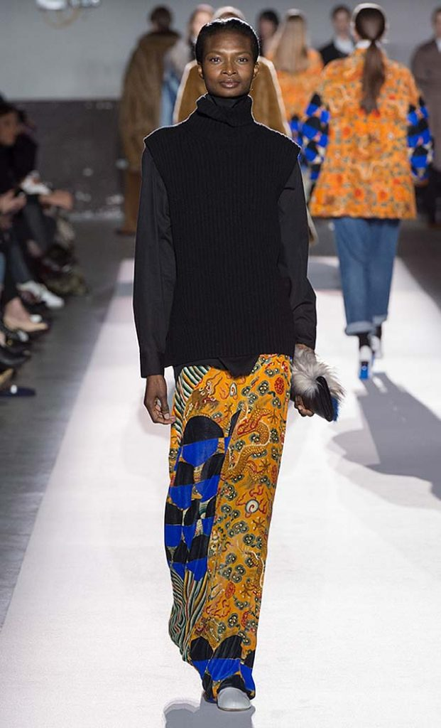 dries-van-noten-fw17-fall-winter-2017-collection-01 (33)-printed-skirt-full-sleeve-tshirt