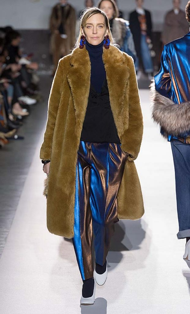 dries-van-noten-fw17-fall-winter-2017-collection-01 (34)-metallic-pants-fur-coat