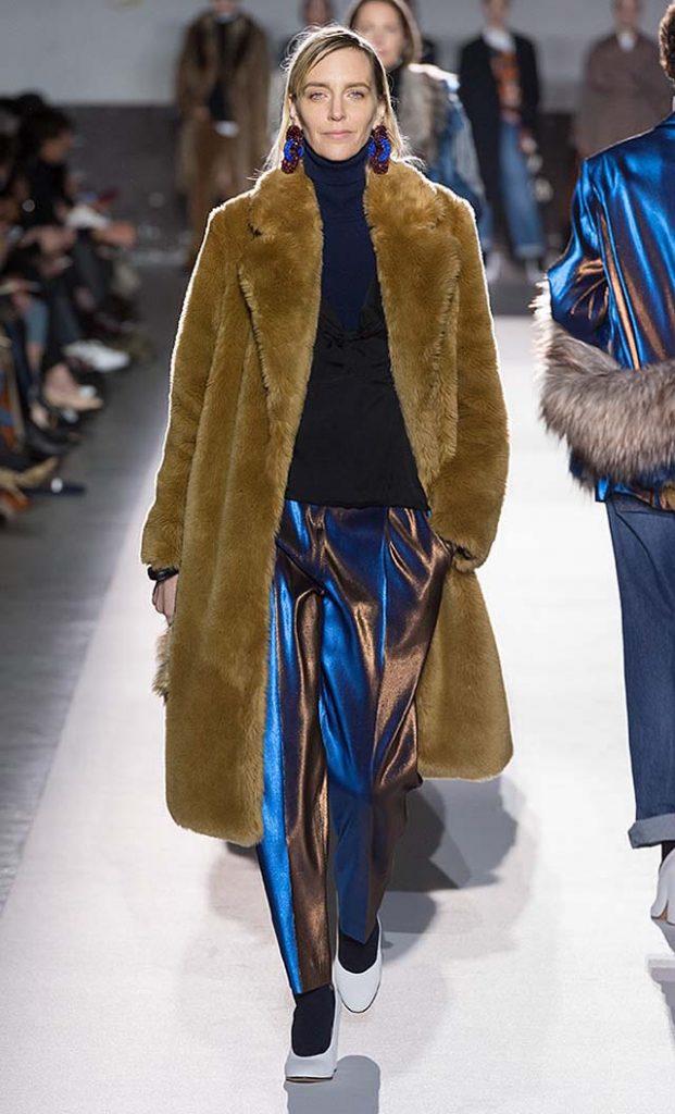 dries-van-noten-fw17-fall-winter-2017-collection-01 (34)-metallic-pants-fur-coat