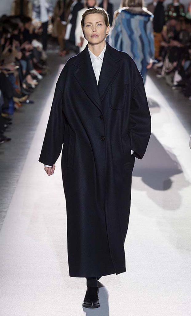 dries-van-noten-fw17-fall-winter-2017-collection-01 (37)-black-coat-white-shirt-black-shoes