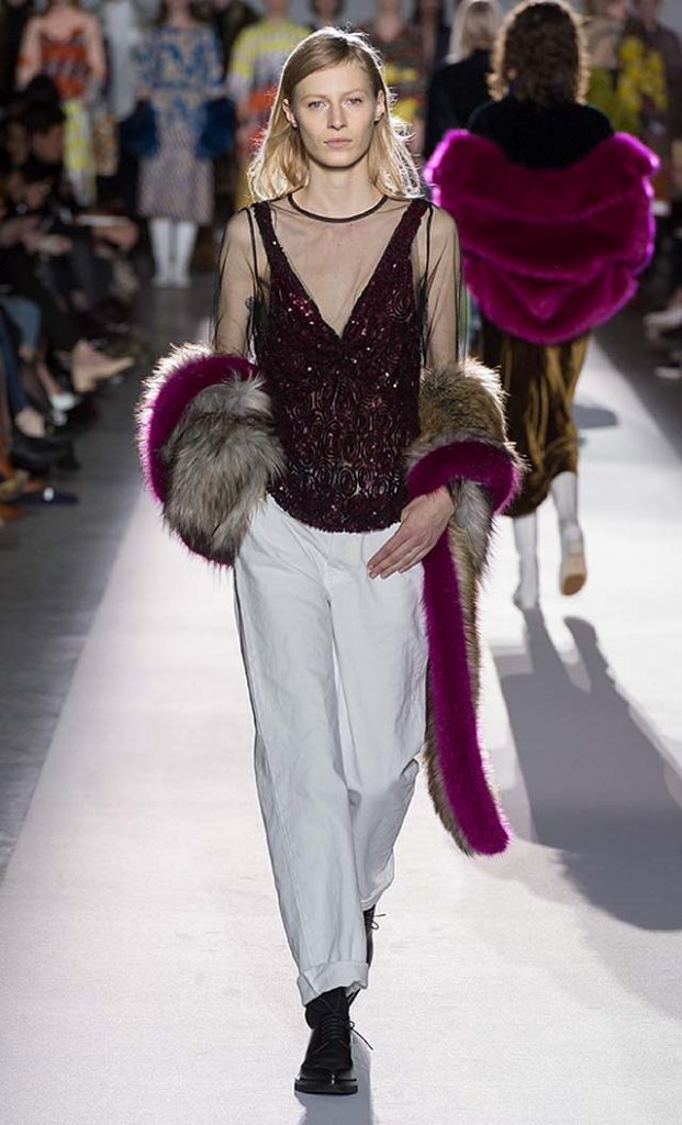 dries-van-noten-fw17-fall-winter-2017-collection-01 (62)-fur-scarf-white-pants