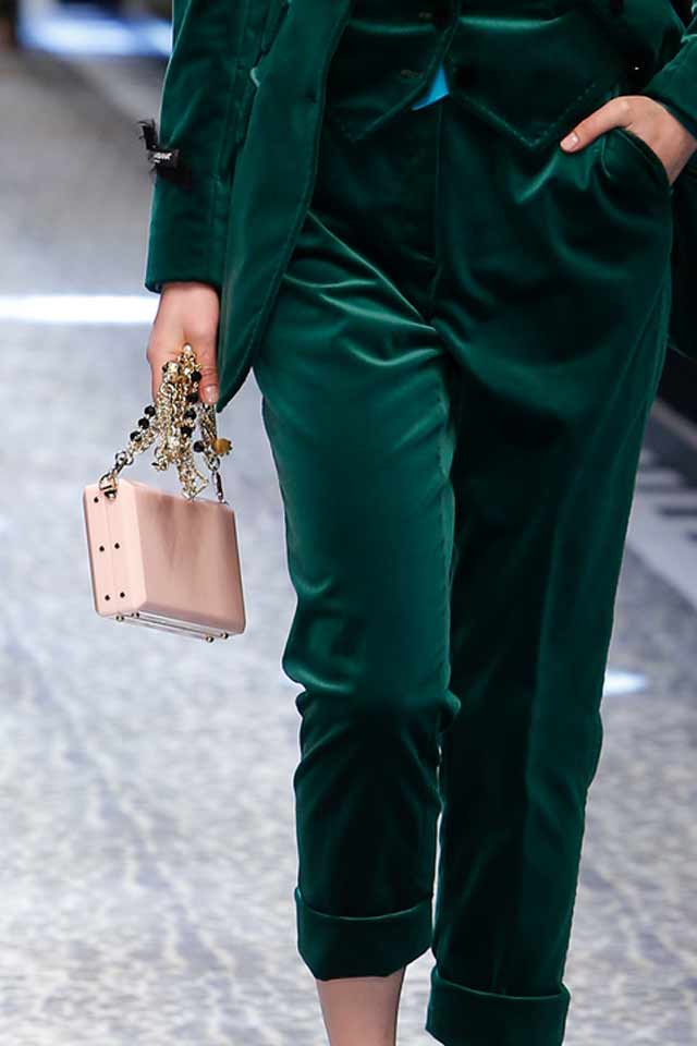 embellished-chain-strap-bags-latest-2017-trends-dolce-gabbana-peach