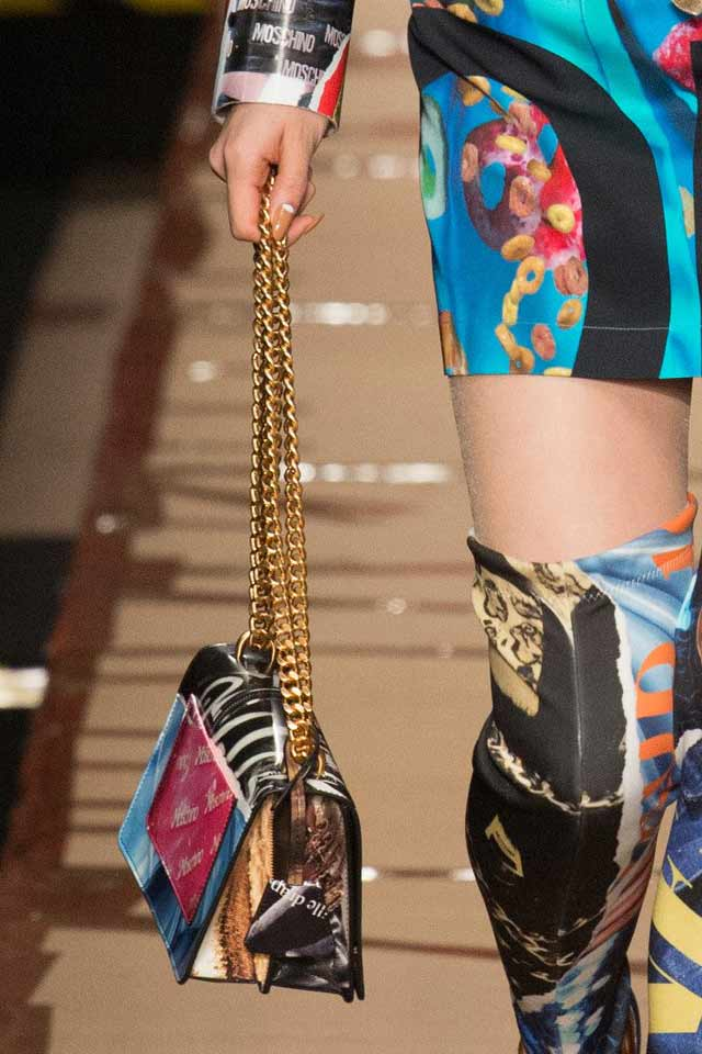fall-winter-2017-latest-bag-trends-sling-bag-gold-chain-moschino