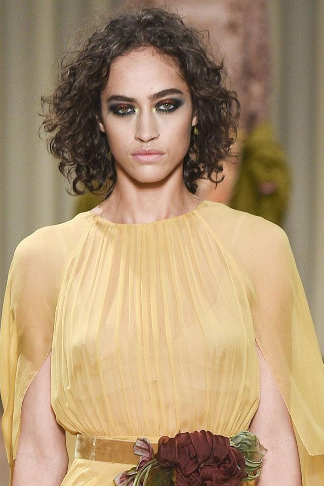 fashion-week-designer-alberta--ferretti-hair-trend-curls-fall-winter-2017-18
