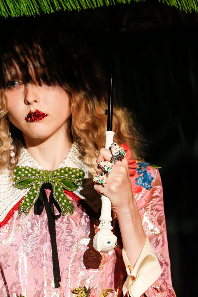 fashion-week-ready-to-wear-fall-winter-2017-2018-designer-gucci-red-glitter-lips-makeup-trend