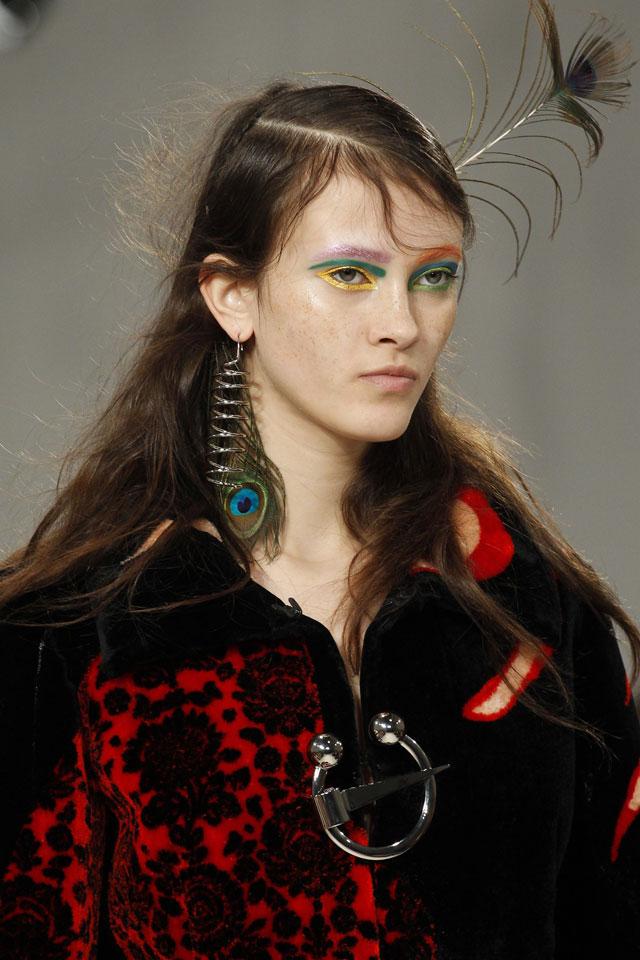 fashion-week-ready-to-wear-fall-winter-2017-designer-maison-margiela-colored-eyelashes-eyebrow