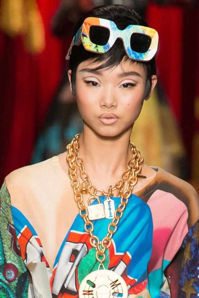fashion-week-ready-to-wear-fall-winter-2017-designer-moschino-eyeshadow