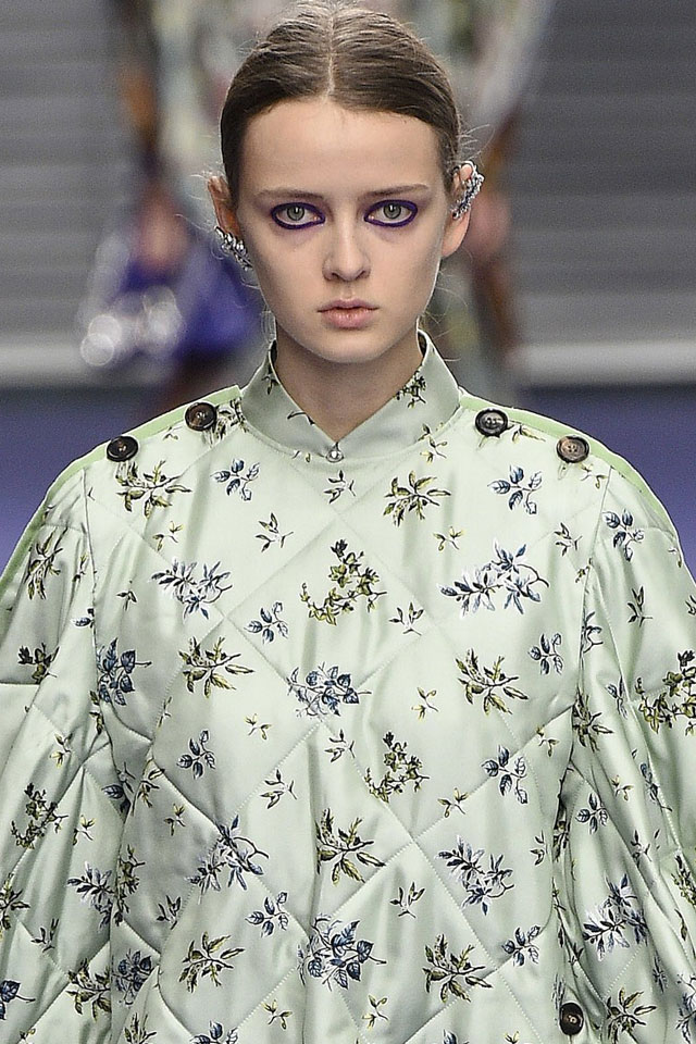 fashion-week-ready-to-wear-fall-winter-2017-designer-mulberry-blue-eye-makeup