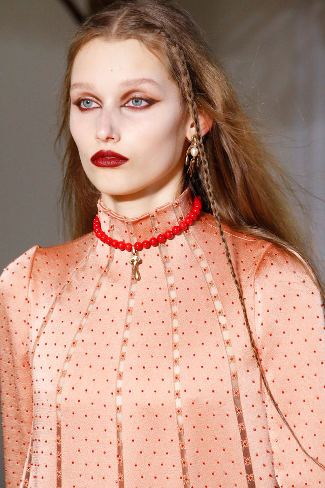 fashion-week-ready-to-wear-fall-winter-2017-designer-valentino-red-lips-eye-makeup
