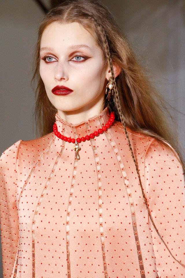 fashion-week-ready-to-wear-fall-winter-2017-designer-valentino-red-lips-eye-makeup