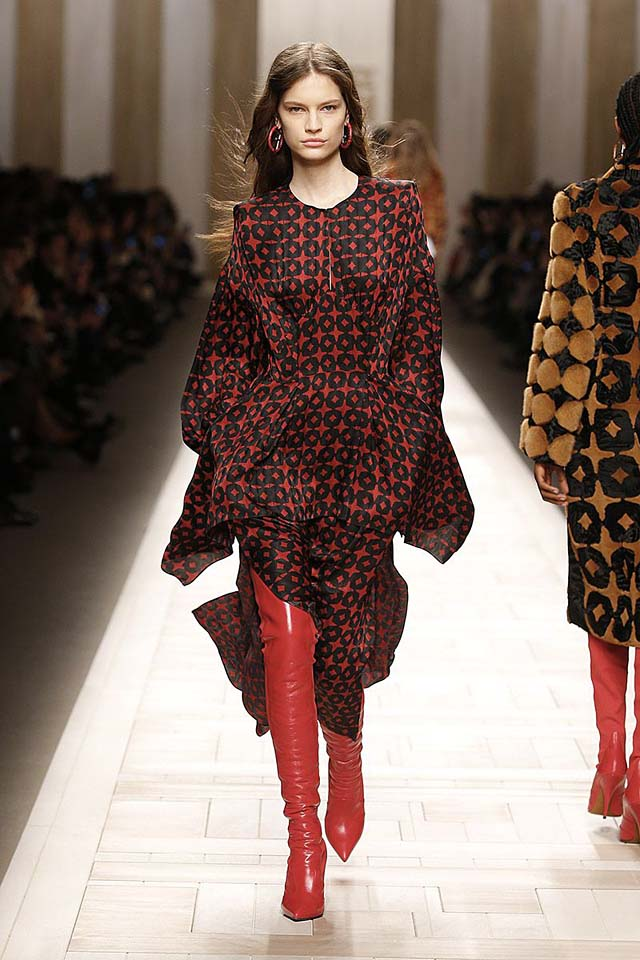 fendi-fw17-rtw-fall-winter-2017-18-collection (10)-red-boots-dress