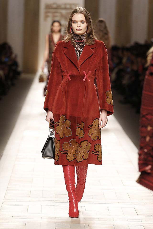 fendi-fw17-rtw-fall-winter-2017-18-collection (12)-velvet-coat-red