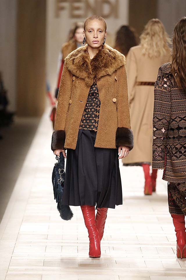 fendi-fw17-rtw-fall-winter-2017-18-collection (23)-brown-fur-coat