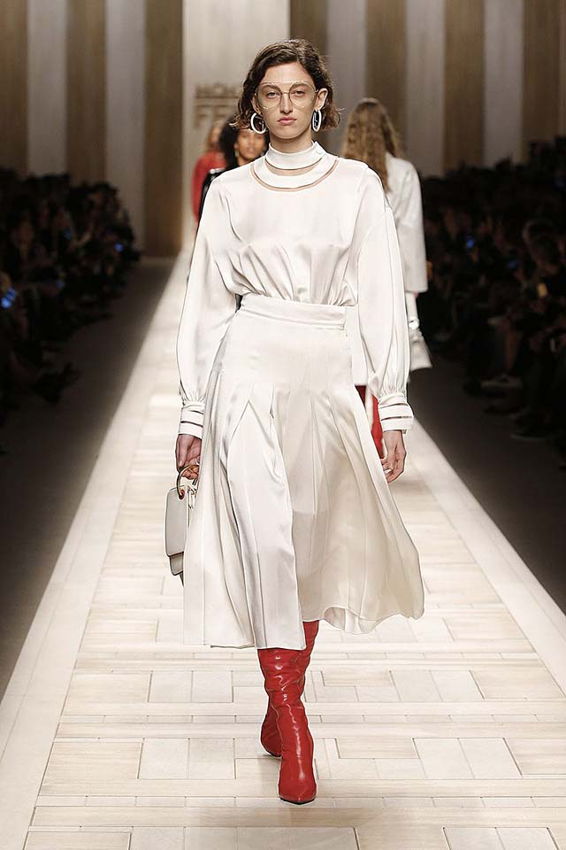 fendi-fw17-rtw-fall-winter-2017-18-collection (38)-all-white-outfit