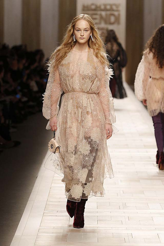 fendi-fw17-rtw-fall-winter-2017-18-collection (47)-lace-dress-clutch
