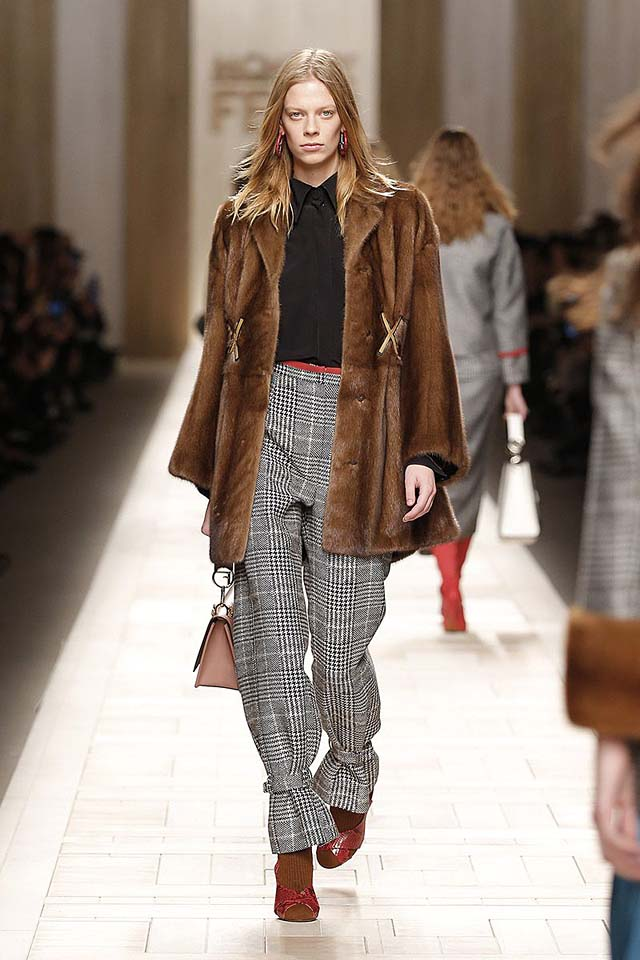 fendi-fw17-rtw-fall-winter-2017-18-collection (5)-brown-coat-checks