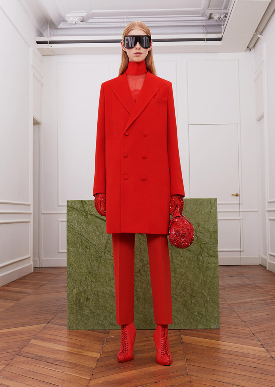 givenchy-fw17-rtw-fall-winter-2017-18-collection-all-red-outfit (18)-sunglasses-gloves-shoes