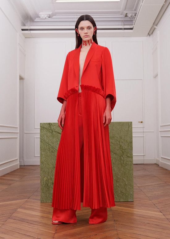givenchy-fw17-rtw-fall-winter-2017-18-collection-all-red-outfit (21)-pleated-coat