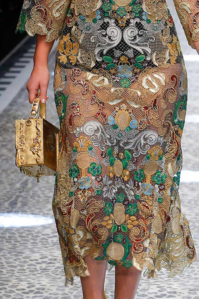 gold-box-bags-latest-trends-in-handbags-2017-rtw-popular trends