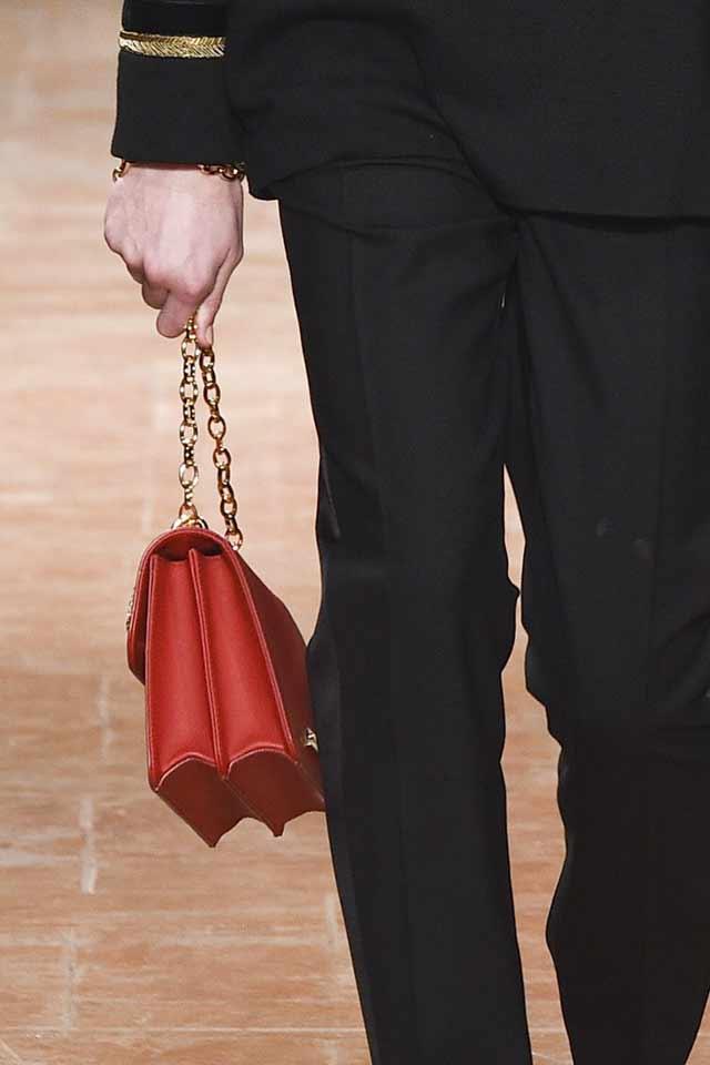 handbag-trends-for-2017-alberta-ferretti-red-bag-chain-strap