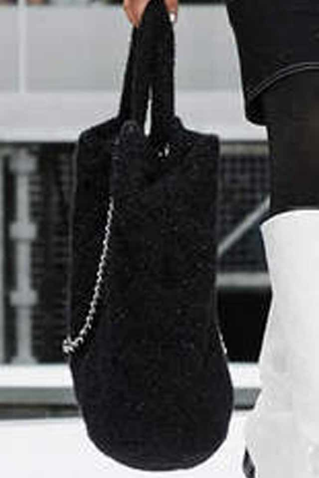 handbags-for-fall-winter-2017-latest-black-huge-chain-strap-chanel
