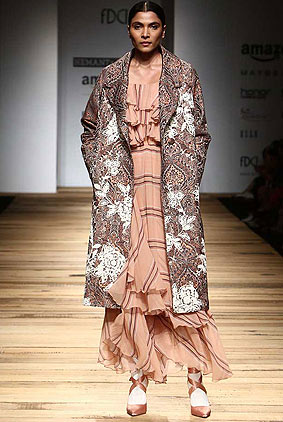 hemant-and-nandita-amazon-india-fashion-week-autumn-winter-2017-collection-aifw17-1-jacket-layered-dress