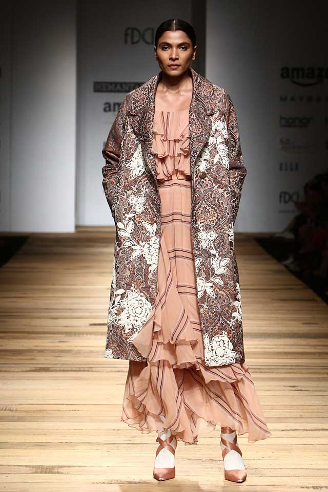 hemant-and-nandita-amazon-india-fashion-week-autumn-winter-2017-collection-aifw17 (1)-jacket-layered-dress