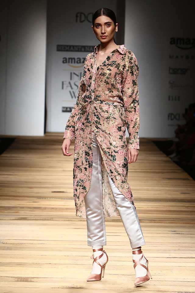 hemant-and-nandita-amazon-india-fashion-week-autumn-winter-2017-collection-aifw17 (2)-high-low-asymmetric-top-cropped-pants