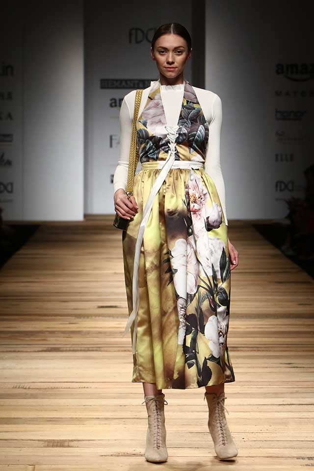 hemant-and-nandita-amazon-india-fashion-week-autumn-winter-2017-collection-aifw17 (5)-floral-print-dress