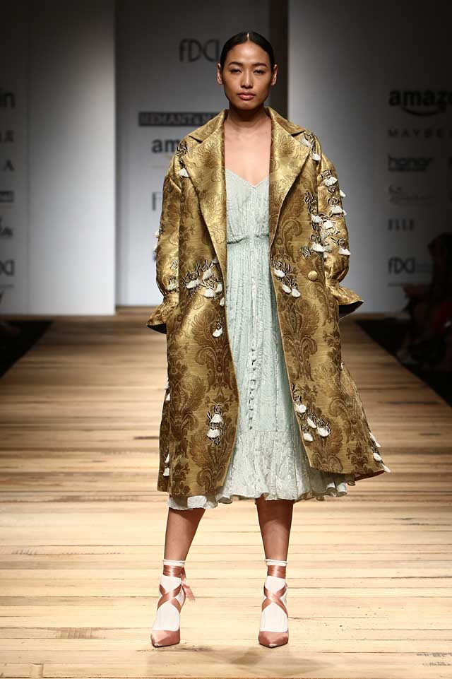 hemant-and-nandita-amazon-india-fashion-week-autumn-winter-2017-collection-aifw17 (6)-applique-coat-socks-heels