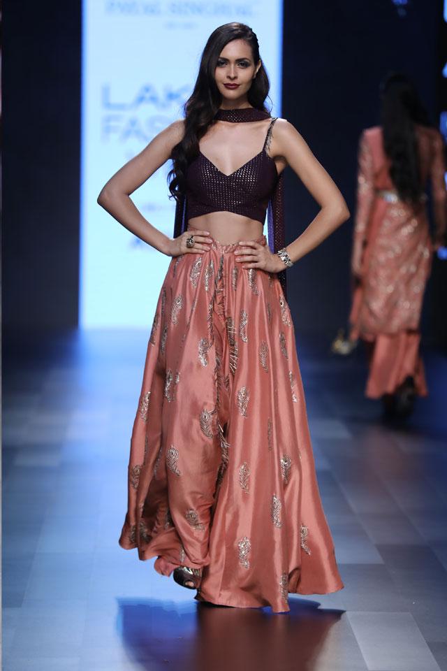 indo-western-style-lehenga-designs-bralette-payal-singhal-spring-summer-2017