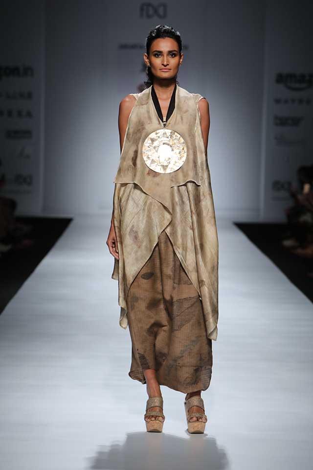 jakarta-show-amazon-india-fashion-week-indowestern-outfits (1)-pendant-asymmetric-top