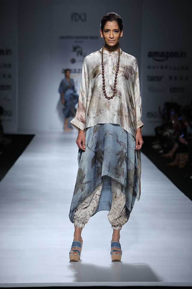 jakarta-show-amazon-india-fashion-week-indowestern-outfits (3)-cropped-pants-asymmetric-top-beaded-necklace