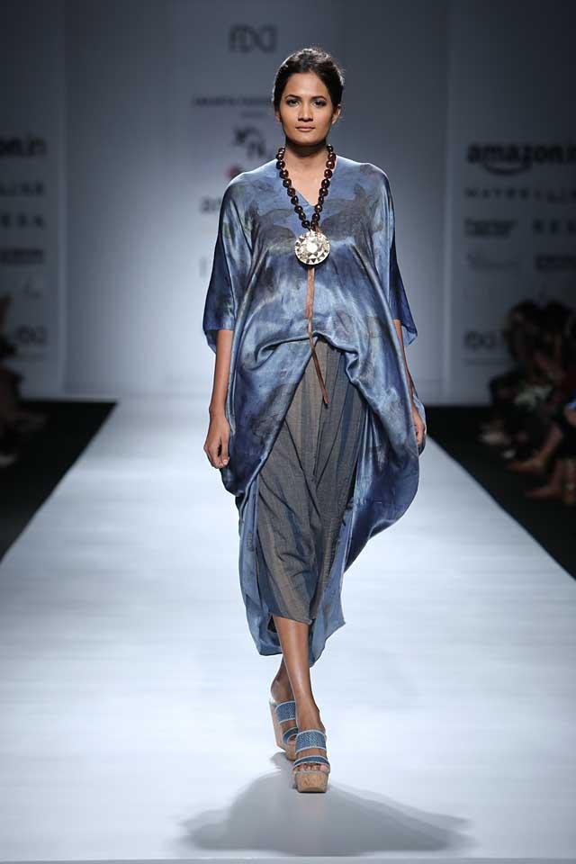jakarta-show-amazon-india-fashion-week-indowestern-outfits (4)-beaded-necklace-big-pendant