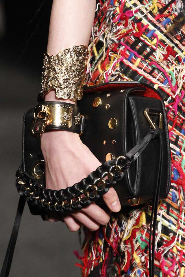 latest-fashion-handbags-2017-trends-side-handle-bags-balck-alexander-mcqueen