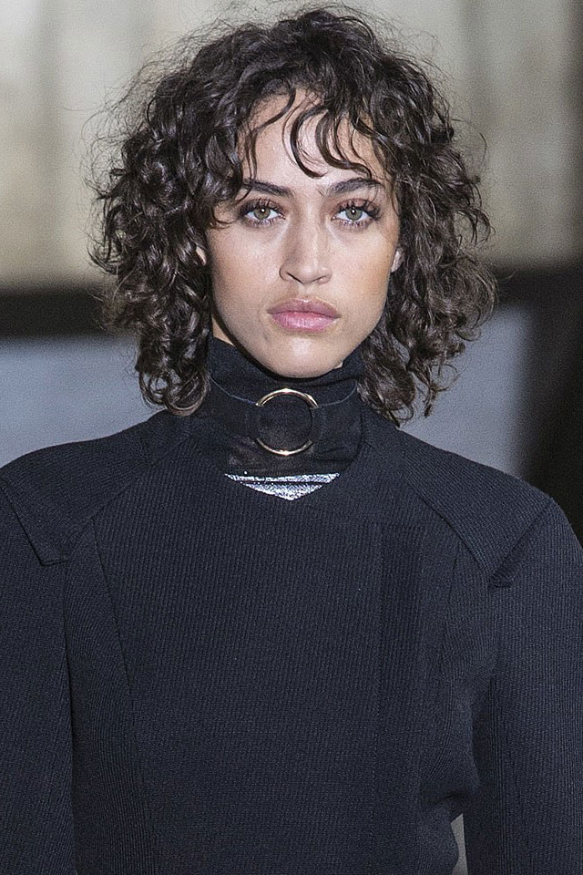 latest-hair-trending-styling-Roland-mouret-curls-fall-winter-2017-18