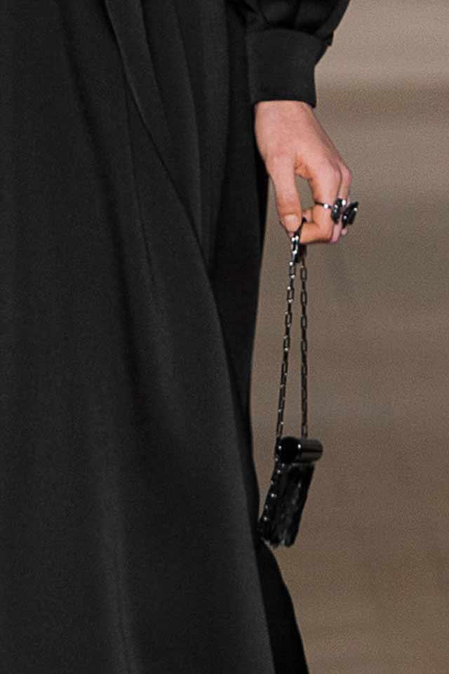 latest-trends-in-womens-handbags-valentino-2-black-coin-purse