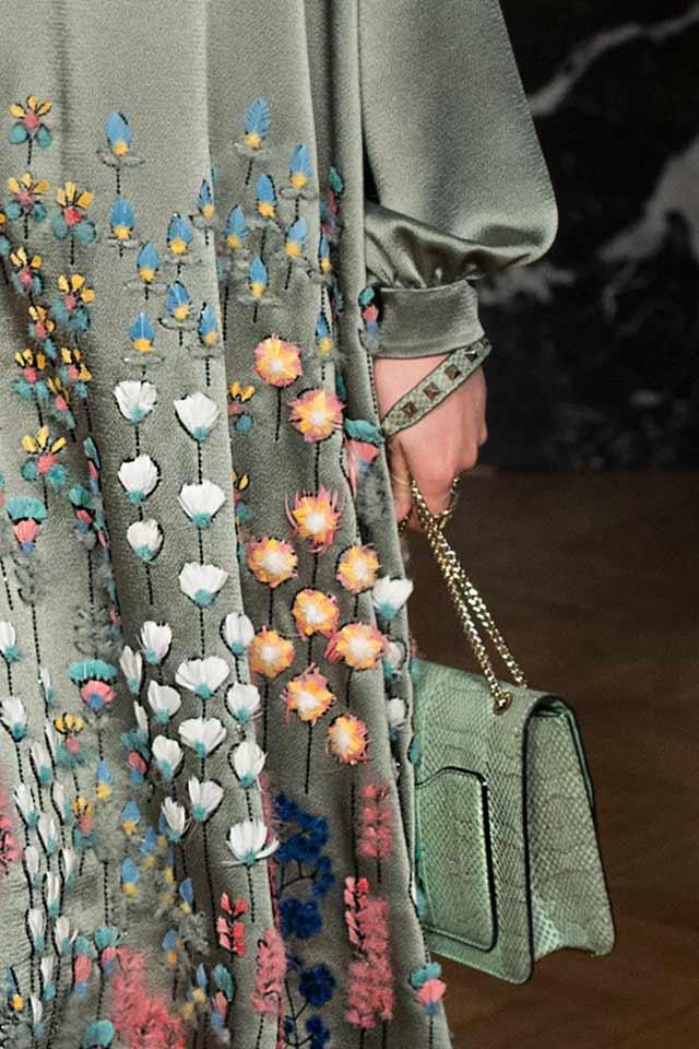 latest-trends-in-womens-handbags-valentino-5-green-chain-strap-bag-