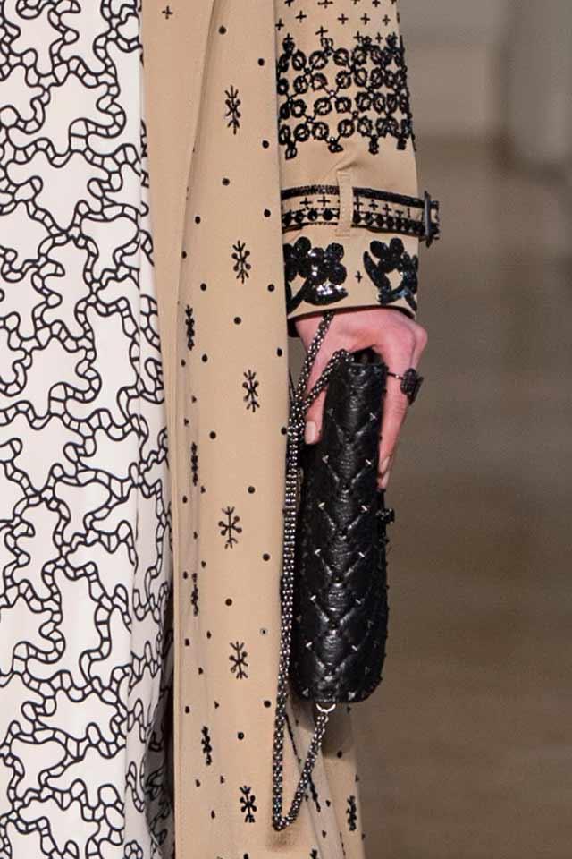 latest-trends-in-womens-handbags-valentino-black-chain-strap-bag